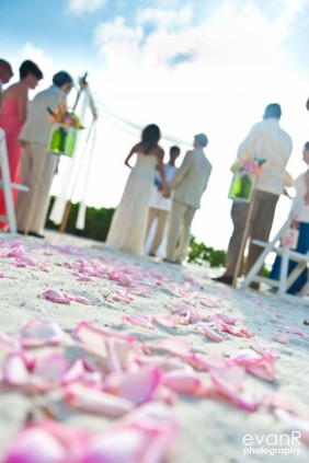 wedding-on-sunset-beach.600x0