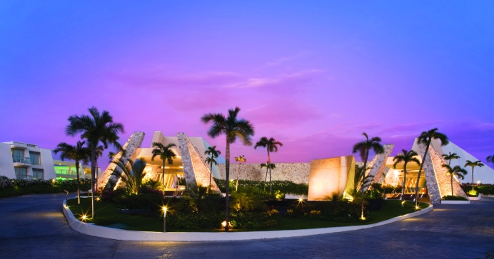 Grand Sirenis Riviera Maya Lobby Dusk