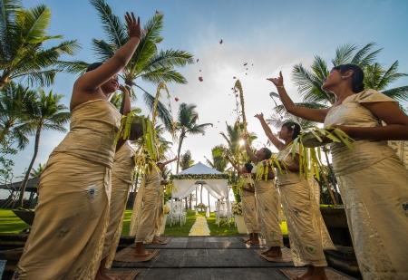 LEG-Weddings-Garden-Sunset Garden Wedding-Bridal Welcome_v-1